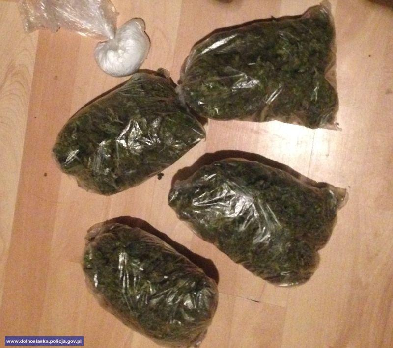 Znaleźli blisko 4300 porcji różnego rodzaju narkotyków