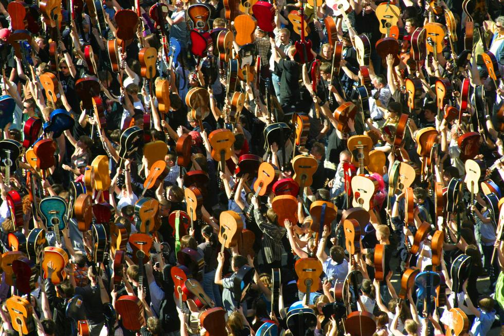 Gitarowy Rekord Guinnessa już 1 maja weWrocławiu – potrzeba 7356 gitar. Szczegółowy program
