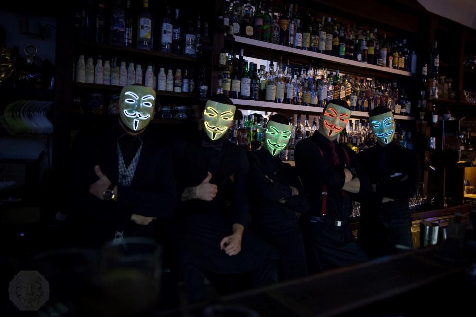 Barmani wikonicznych maskach po raz pierwszy weWrocławiu