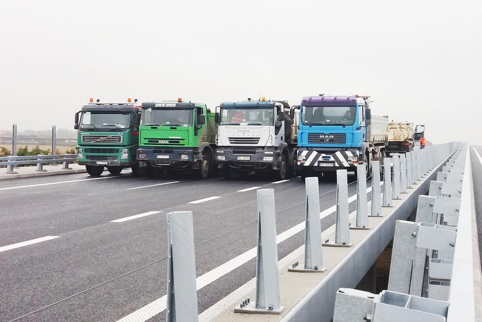 Próby obciążeniowe mostu na Widawie