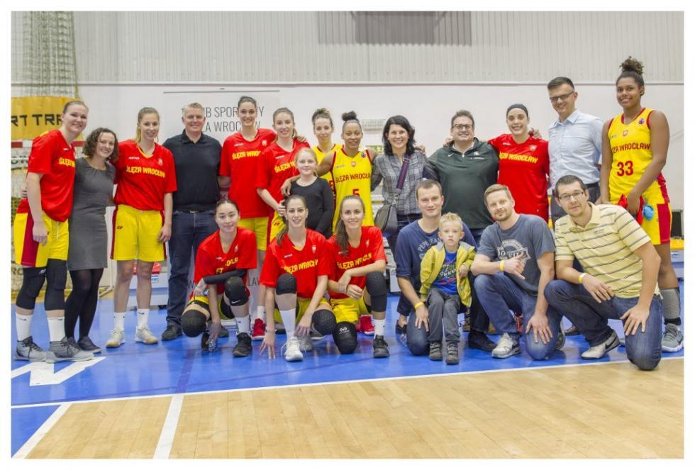 Goście AmCham Wrocław na meczu koszykarek Ślęzy