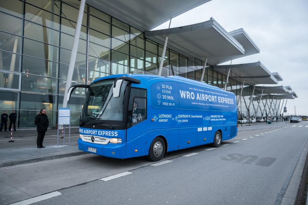 Szybkim autobusem na wrocławskie lotnisko. Ruszył WRO Airport Express