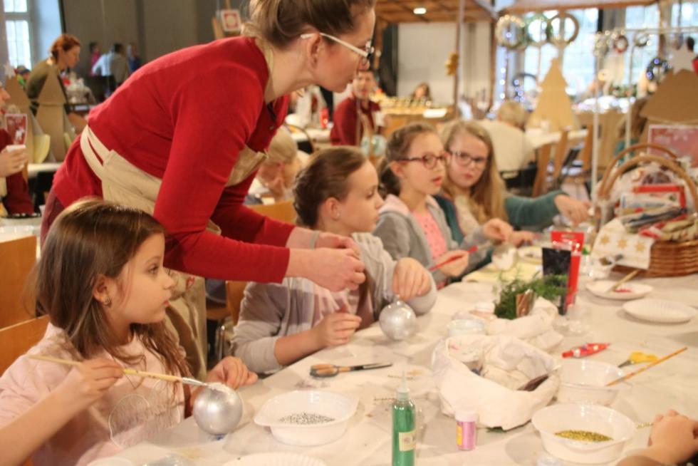 Warsztaty tworzenia ozdób świątecznych imini-jarmark wCK ZAMEK