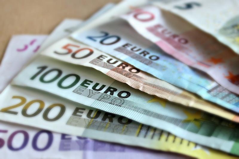 Czy pożyczanie pieniędzy przez internet jest łatwe?