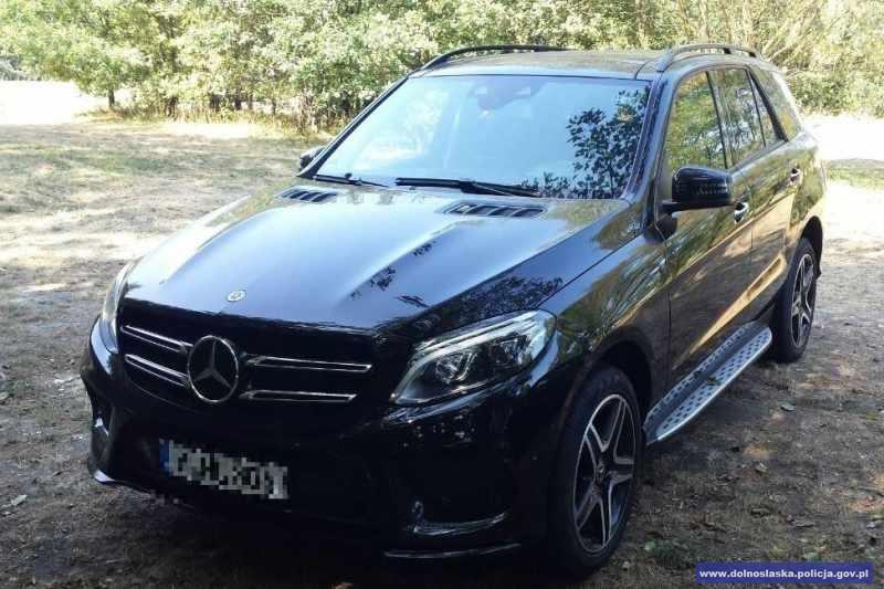 Odzyskali skradzionego Mercedesa owartości pół miliona złotych