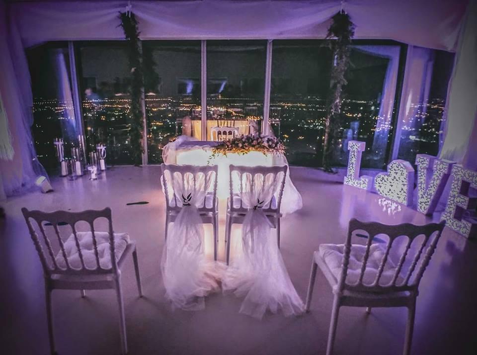 Punkt Widokowy wSky Tower - idealne miejsce na niebanalne zaręczyny iceremonię ślubną