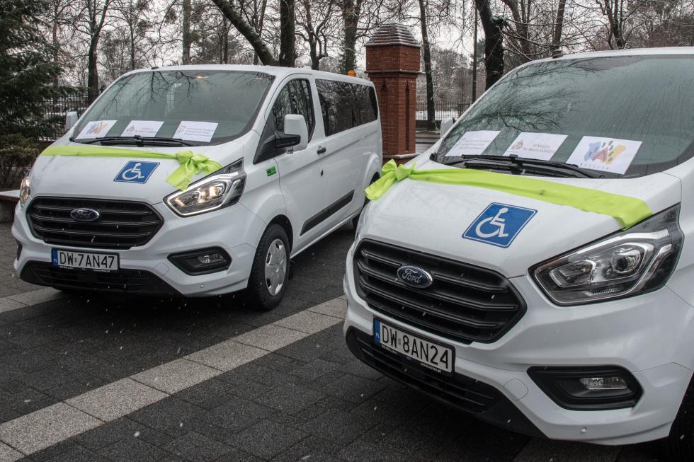 Warsztaty Terapii Zajęciowej otrzymały samochody
