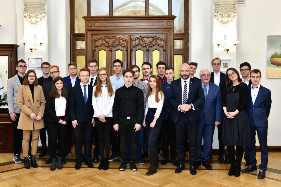 Wręczenie dyplomów laureatom olimpiad ikonkursów