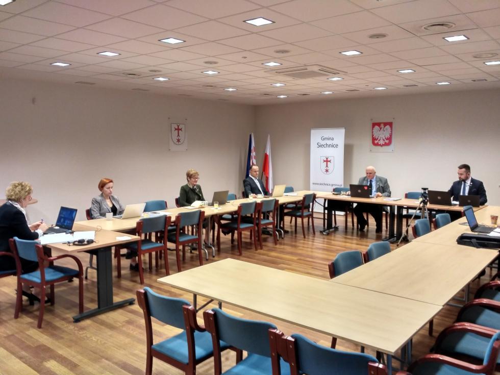 Pierwsza wPolsce sesja Rady przeprowadzona on-line