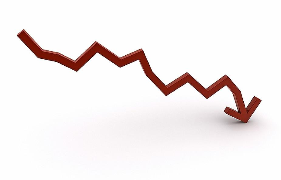 Obniżki wynagrodzeń wpołowie firm izwolnienia wco czwartej - to strategie przedsiębiorstw na pandemię
