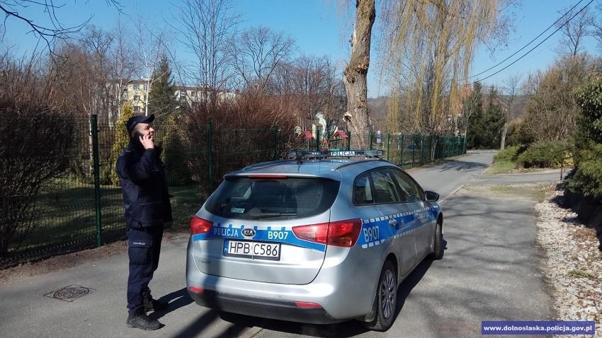 Szumowski: wprywatnym samochodzie nie ma obowiązku noszenia maseczek