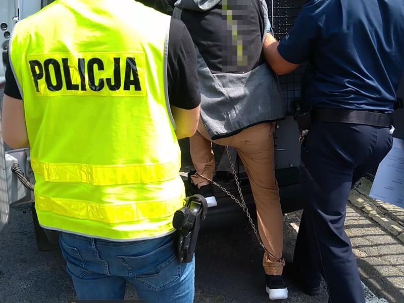 Sprawca kradzieży blisko 9 tysięcy złotych zatrzymany niespełna godzinę po zdarzeniu