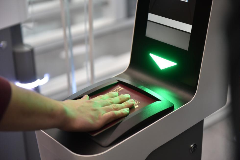 Nowa inwestycja na wrocławskim lotnisku - bramki doautomatycznej kontroli dokumentów